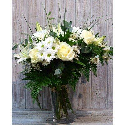 Ram de flor variada en tons blancs