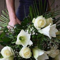 Ram de lilium blanc I roses blanques
