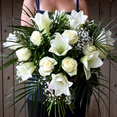 Bouquet of white lilium and white roses