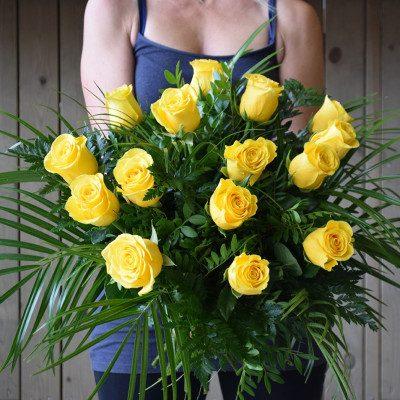 Ram de 15 roses grogues