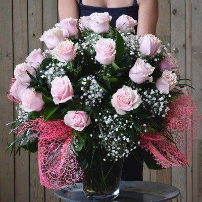 Jarrón de 15 rosas rosas
