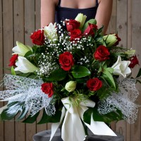 Arrangement of longuiflorum and roses