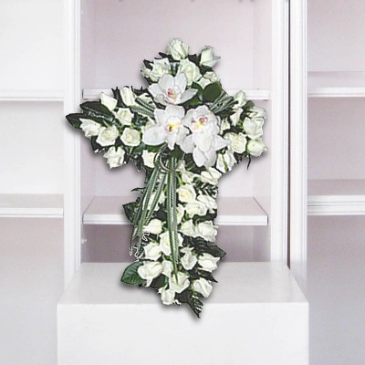 Cruz de rosas blancas