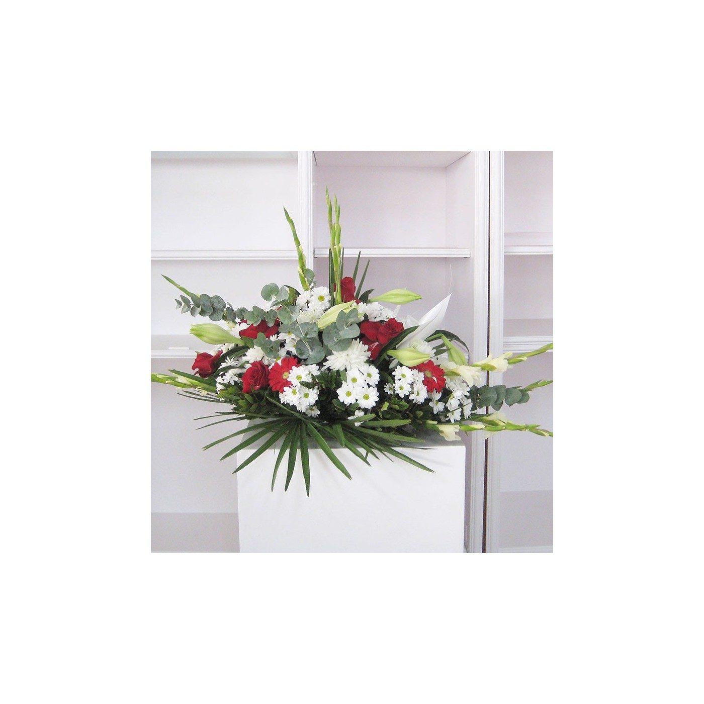 Cojín flores variadas tonos rojos y blancos