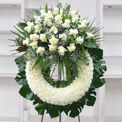 White carnation crown with white roses head