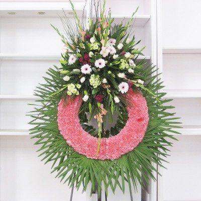 Corona clavel rosa con cabezal flor variada