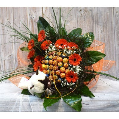 Bouquet of lollipop with flower detail and stuffed animal