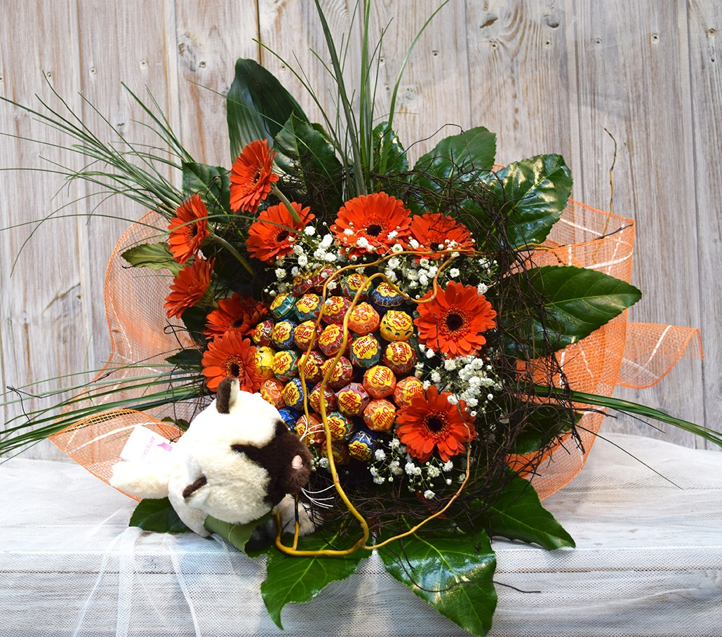 Perfect bouquet made of Chupa-Chups to give as a gift!