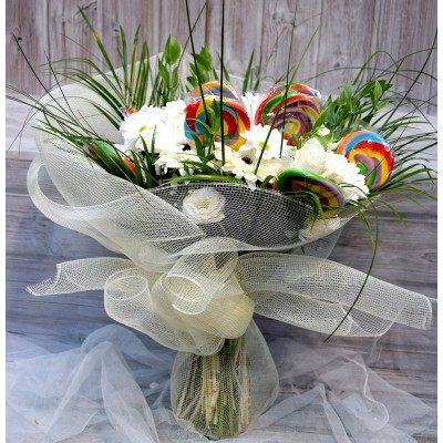 Bouquet of white varied flower with lollipop