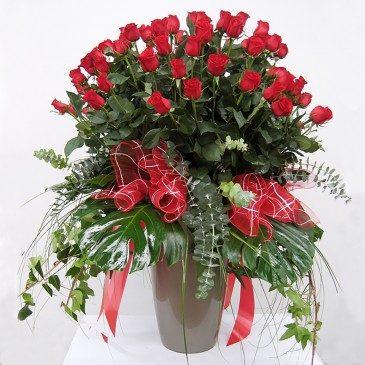 Comprar Preciosa composición de rosas rojas Barcelona