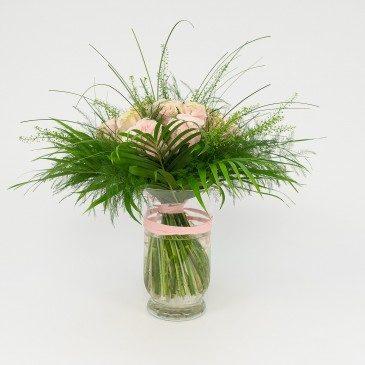 Comprar Bouquet de 16 rosas en jarrón Barcelona