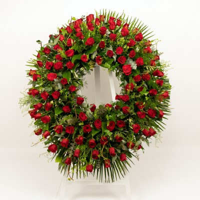 Wreath of red roses closed