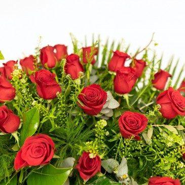 Comprar Corona de rosas rojas cerradas Barcelona